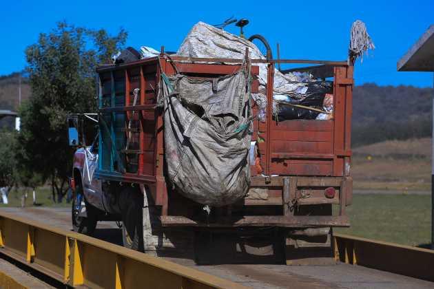 Por nuevo impuesto del gobierno estatal, recolectores de basura suspenderán servicios