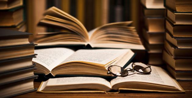 Denuncian a universidad por deshacerse de colección literaria