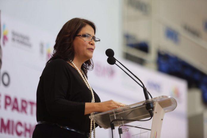 Que líder del PRD atienda su alcoholismo y deje la misoginia: Fabiola Alanís