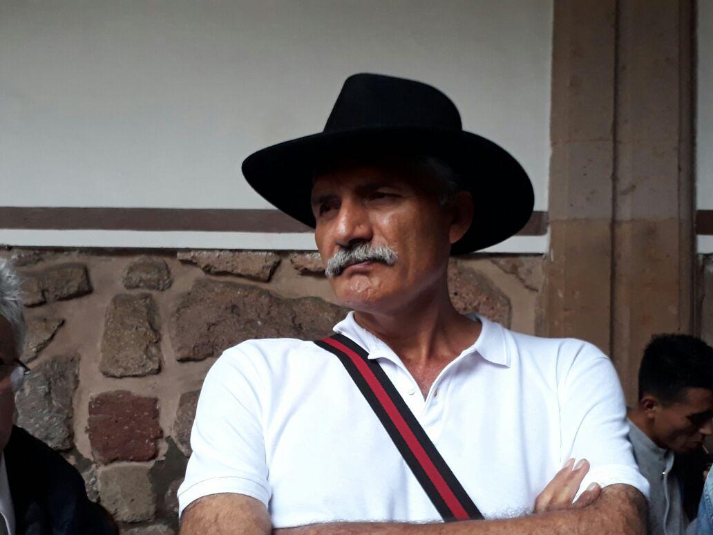 Va Mireles por diputación en Michoacán