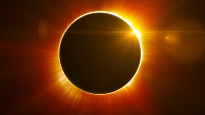 Ver el eclipse sin protección adecuada causa ceguera