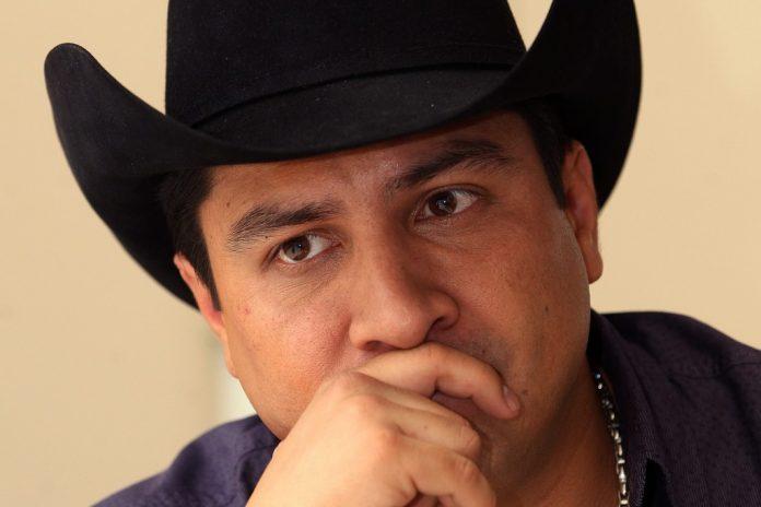 Televisa anuncia salida de Julión Álvarez de