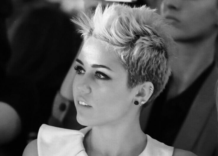 Miley Cyrus se desnuda para David Lachapelle y este es el resultado