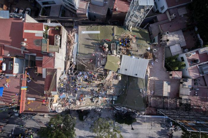 Rescatan a 16 personas de edificio colapsado en La Condesa