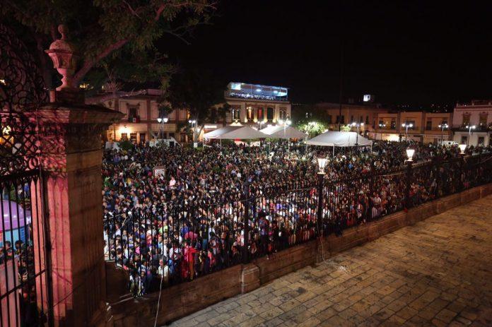 Recobran michoacanos espacios públicos en festejos del Grito de Independencia