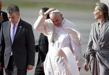 Durante la visita del Papa a Chile, el papa recibió un golpe