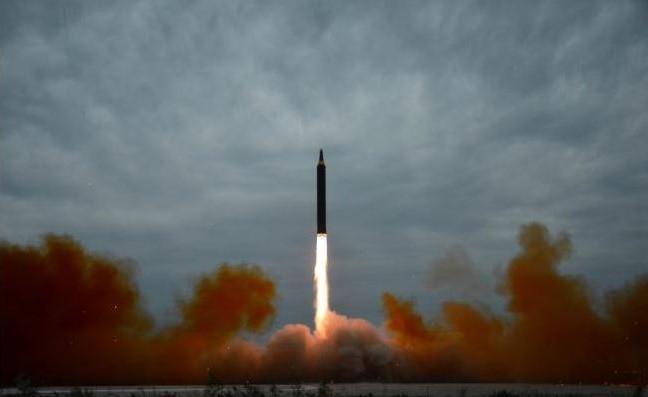Corea del Norte disparó otro misil que sobrevoló una isla japonesa