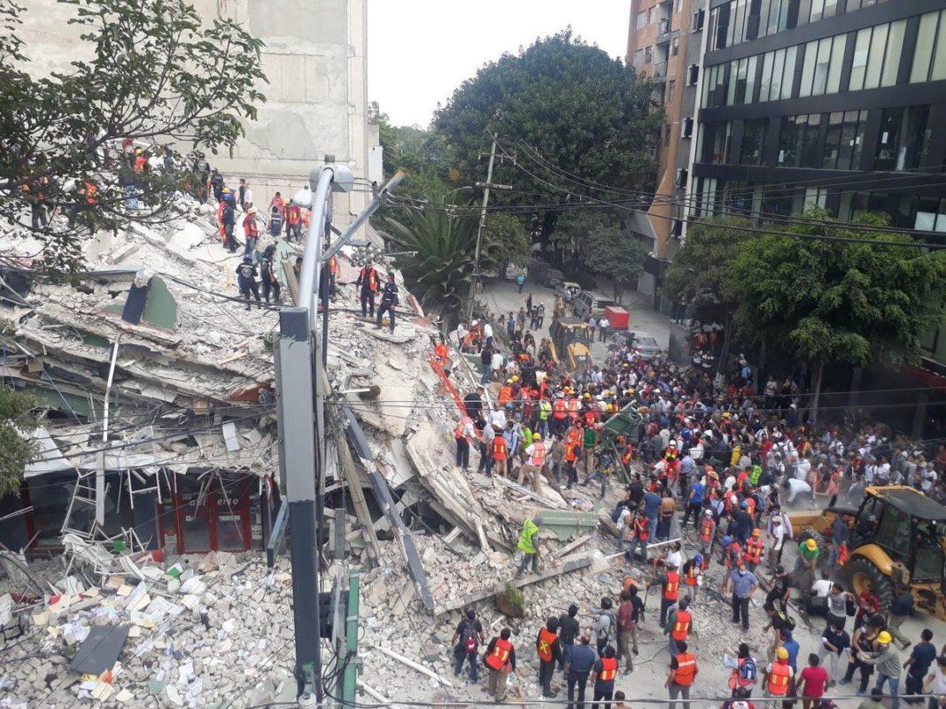 México recuerda los dos sismos que unieron al país