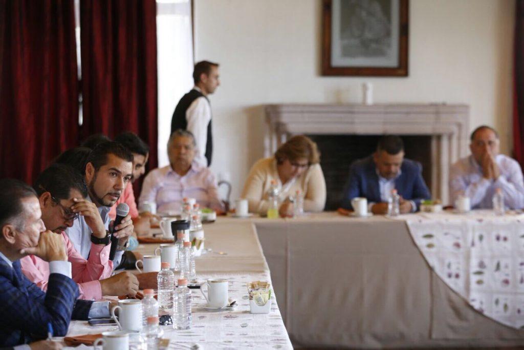 Silvano Aureoles realiza 13 cambios en su gabinete