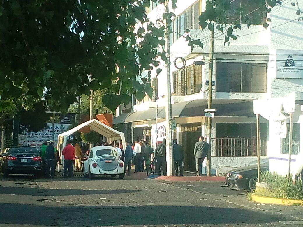 Con bloqueo exigen pagos trabajadores del Poder Ejecutivo en Morelia