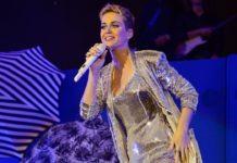Katy Perry vuelve a usar cabello negro