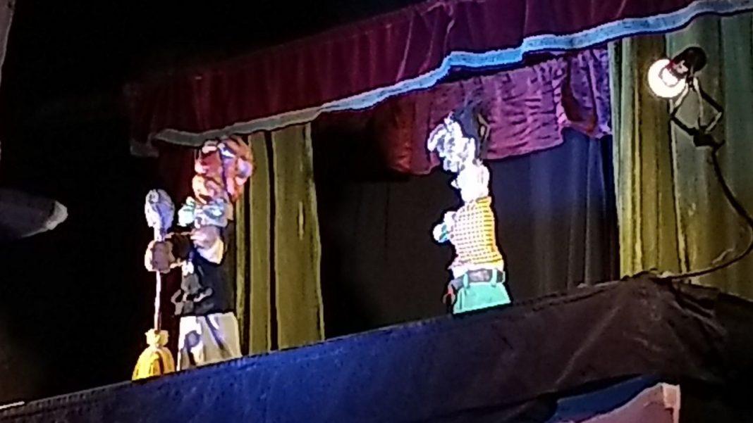 Show adulto en festival de titeres