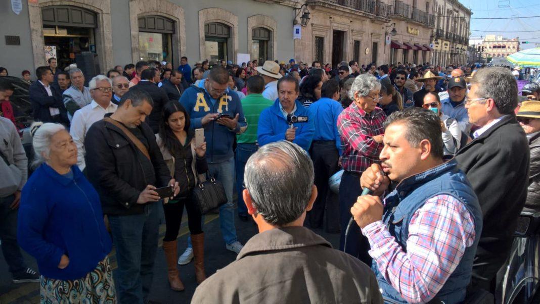 La CNTE y el Spum se manifestaron fuera del Congreso Local