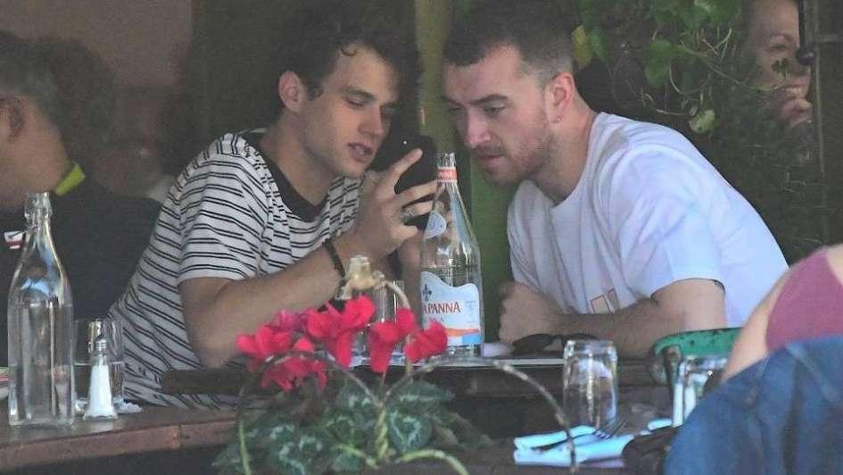 Sam Smith y Brandon Flynn cada día más enamorados