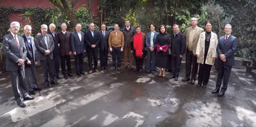 Meade se reúne con ex líderes del PRI