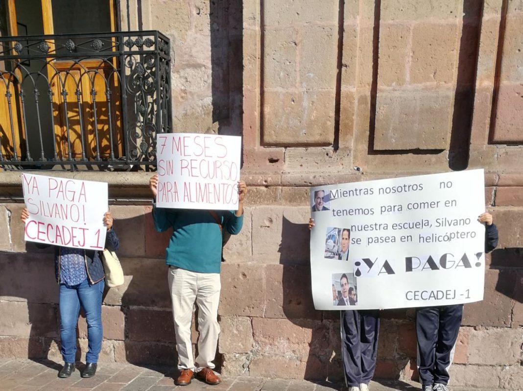 CECADEJ y docentes protestan en palacio de gobierno