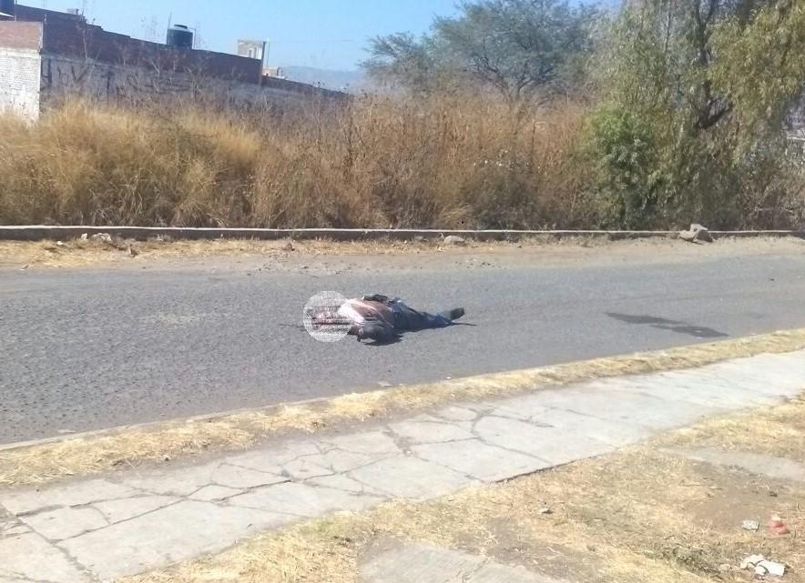 Matan a hombre y arrastran su cuerpo por calles de Michoacán