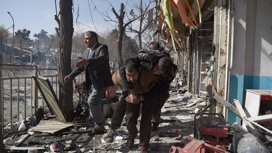 Al menos 40 muertos y 140 heridos tras explosión de bomba — Afganistán