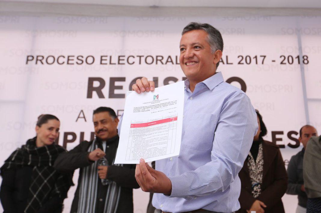 PRI registra a sus precandidatos a diputados federales