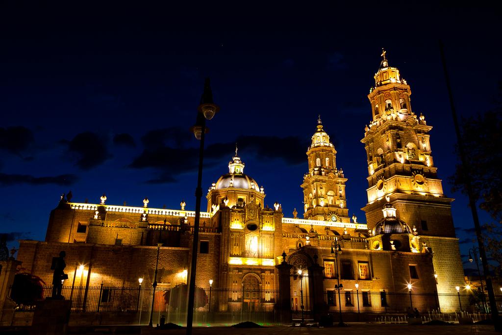 Iluminación de la Catedral de Morelia, a un 70%