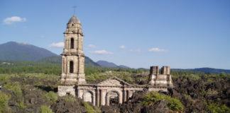 En mal estado las ruinas del Templo de San Juan Parangaricutiro