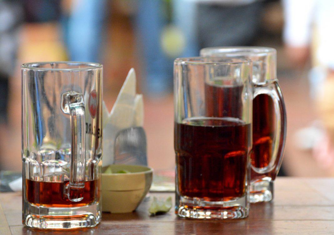 Buscan aumentar impuesto a cigarros y cervezas