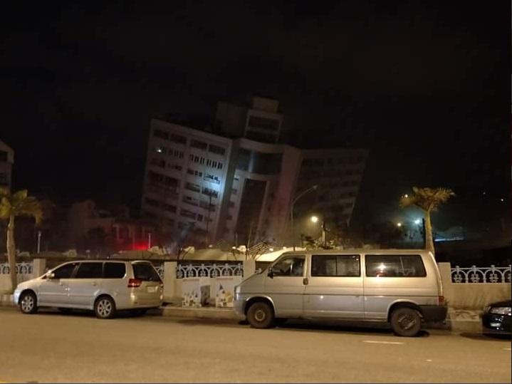 Sismo deja más de 100 heridos y dos muertos