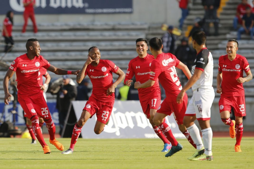 Toluca vence 2-1 a Lobos BUAP y ya es líder general