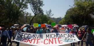 Inicia CNTE movilización a Palacio de Gobierno
