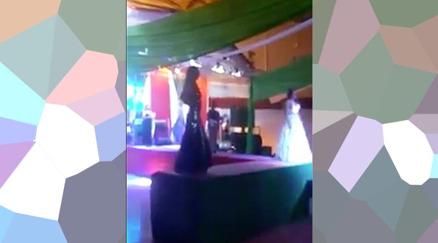Finalista de certamen Gay arroja a la ganadora desde el escenario