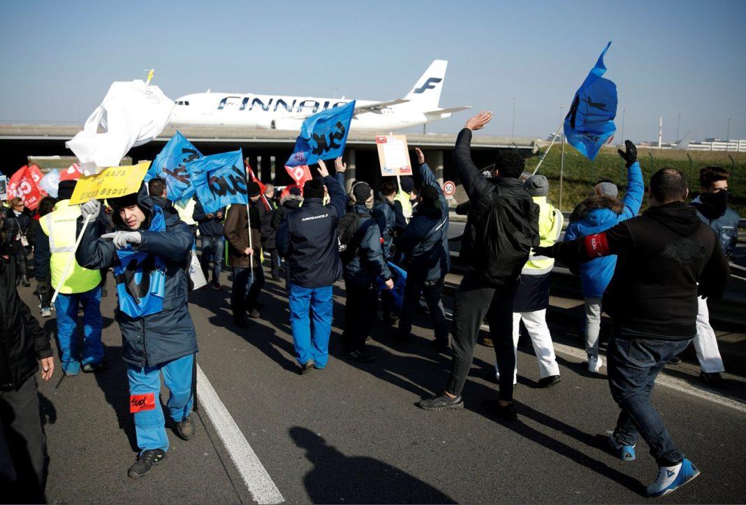 Macron enfrenta ola de protestas — Francia
