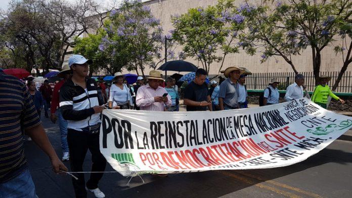 Se movilizan CNTE y FNLS en Morelia