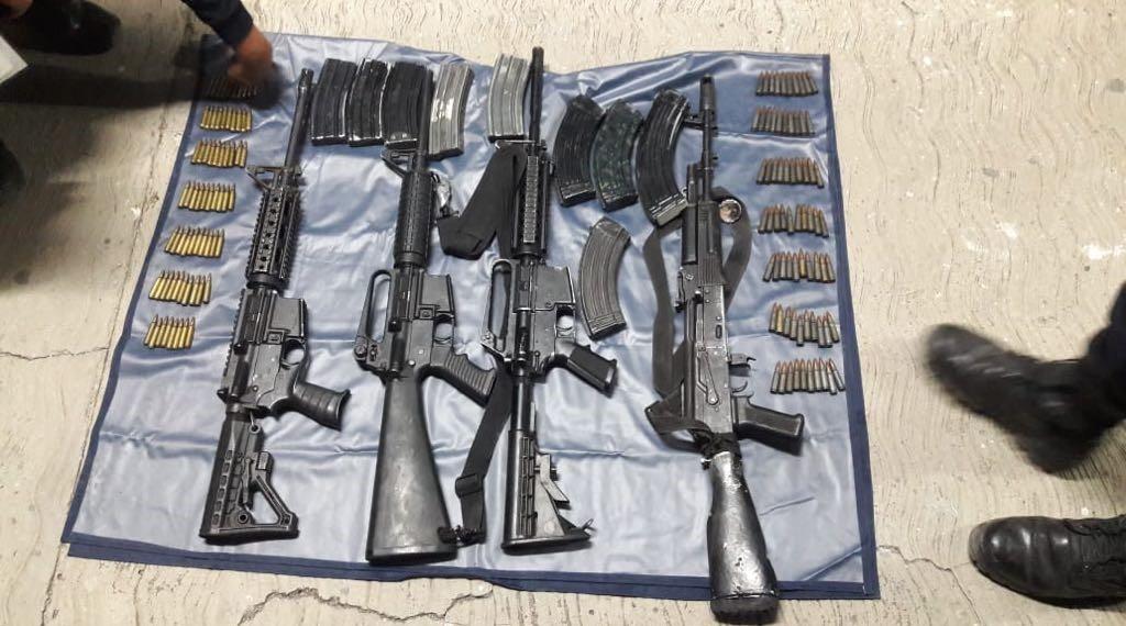 Detienen a cuatro sospechosos en posesión de armas