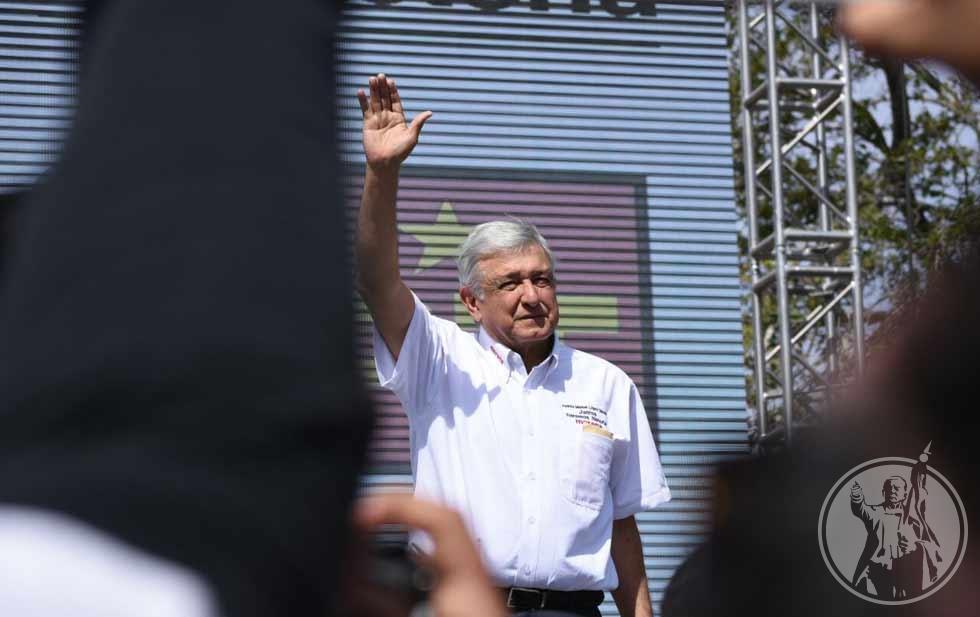 En Santa Catarina, Nuevo León, Andrés Manuel López Obrador expresó que también propondrá un aumento al salario mínimo.