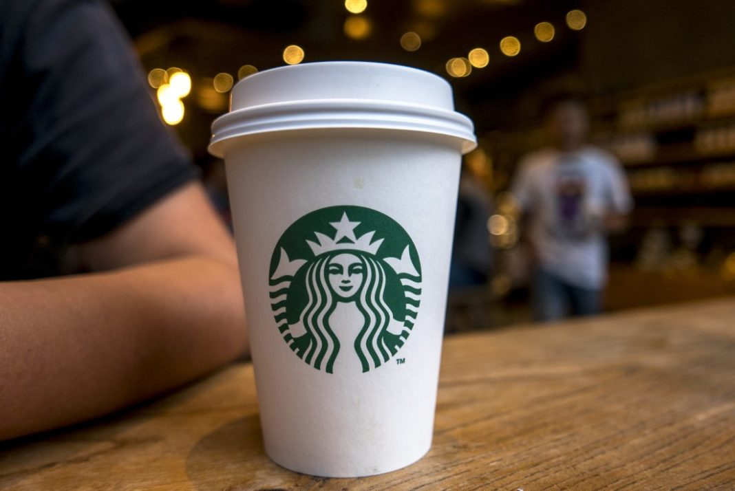 Café debe llevar aviso sobre cáncer, dice juez