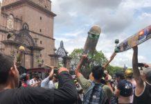 Decenas de jóvenes se manifestaron en patineta en Centro Histórico