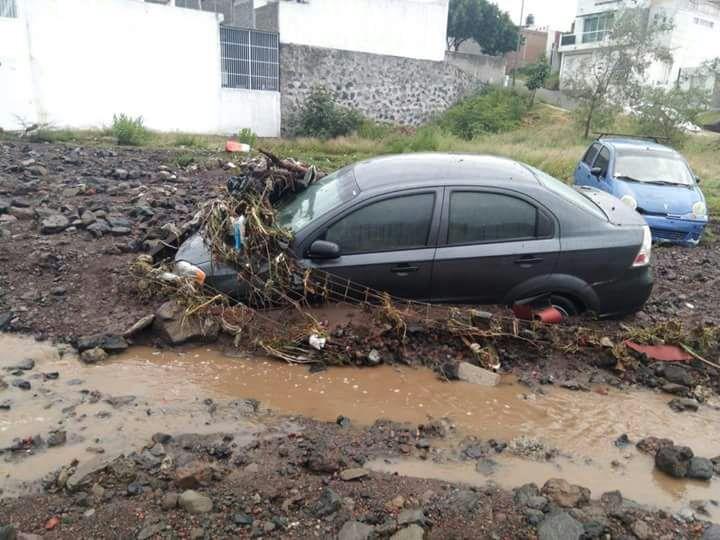 Reportan pérdidas materiales tras lluvia de ayer en colonias del cerro del Quinceo