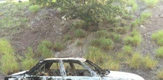 Encuentran vehículo incinerado con persona asesinada en Apatzingán