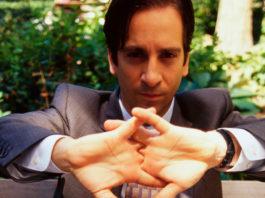 Quienes se truenan los dedos tienden a ser personas inseguras: experto