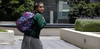 Alertan de daños a menores por exceso de peso en mochilas