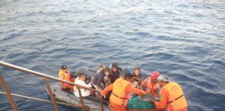 Evacuan a turistas tras sismo en Indonesia