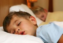 Fundamental dormir bien para el desarrollo de niños: UNAM