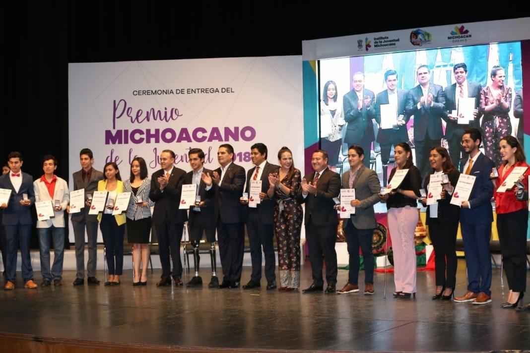 16 jóvenes fueron galardonados con el Premio Michoacano de la Juventud
