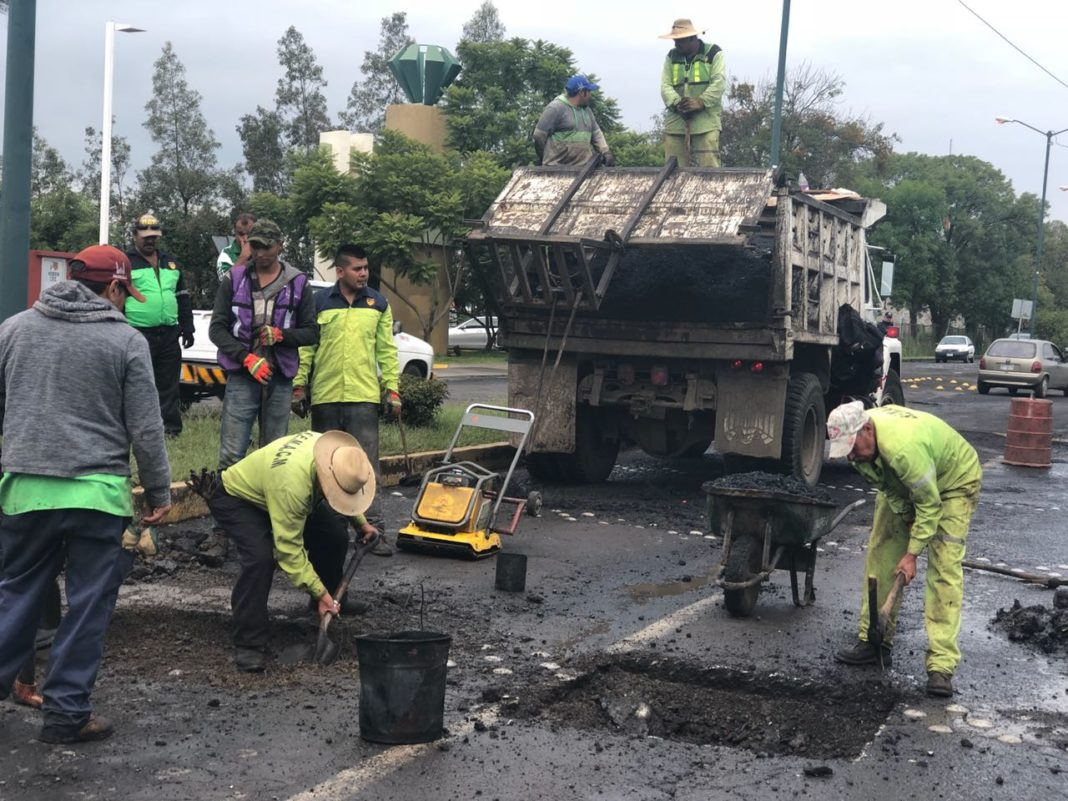 Morelia, Michoacán.- Cerca de 25 millones de pesos son los que ha invertido el ayuntamiento de Morelia en el tema de baches en la capital michoacana desde el inicio de la administración