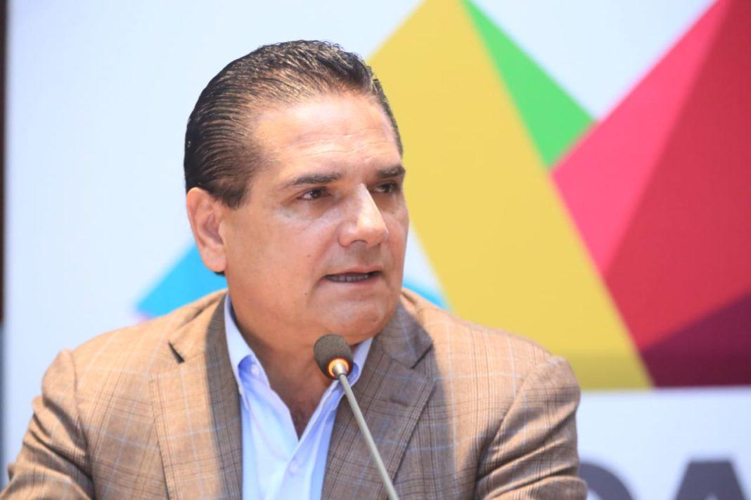Silvano violaría la ley por intento de entregar educación a federación