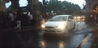 Reportan inundaciones y encharcamientos tras fuerte lluvia en Morelia