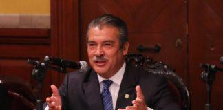 Cambio de luminarias en Morelia con equipo y personal de ayuntamiento