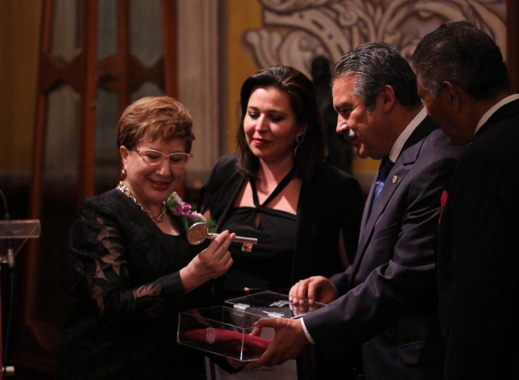 Entregan Llaves de la Ciudad a la ministro Beatriz Luna