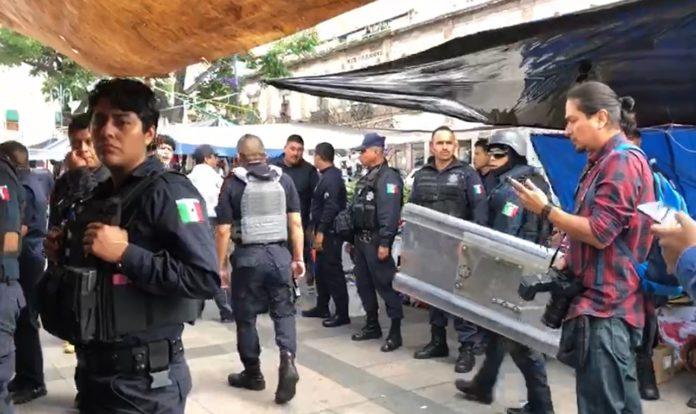 Hasta 60 detenidos habría por intento de desalojo en Plaza Melchor Ocampo