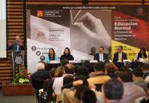 Desaíra Frutis foro de consulta de Educación organizado por el PT